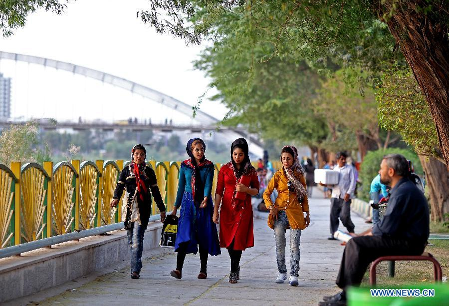 Women walk at a park in Ahvaz, capital of Iran's southwestern province of Khuzestan, on March 31, 2013. Khuzestan is the major oil-producing region of Iran and accounts for almost 90 percent of Iran's oil production.(Xinhua/Ahmad Halabisaz)