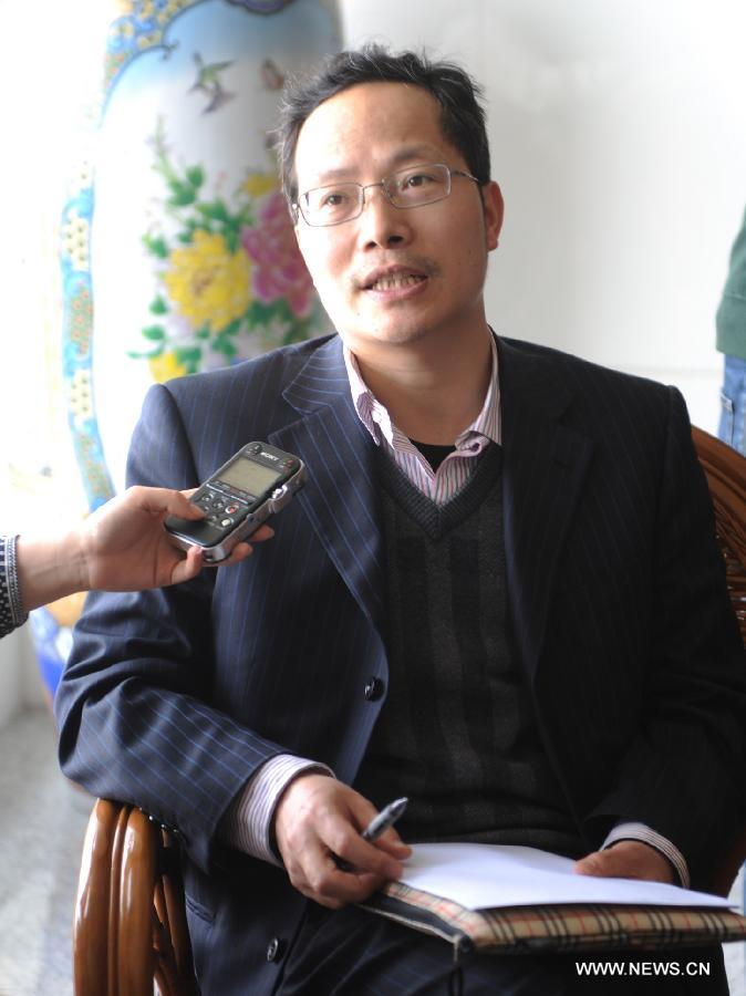 Bao Changjun, deputy director of the Institute for Acute Infectious Diseases in Jiangsu Provincial Center for Disease Control and Prevention, receives an interview on H7N9 bird flu virus in Nanjing, capital of east China's Jiangsu Province, April 1, 2013. Two people in east China's Shanghai died in early March after contracting H7N9, a strain of avian influenza that had never been passed to humans before. Another woman in Anhui who also contracted the virus in early March is in a critical condition and has been transferred to east China's Nanjing for treatment, according to China's National Health and Family Planning Commission. (Xinhua/Shen Peng)