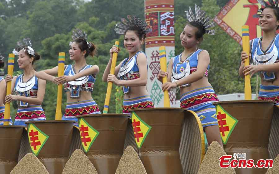 Girls of the Li ethnic group perform at the Sanyuesan Festival in Qiongzhong, Hainan Province, April 11, 2013. The festival, which is celebrated on the third day of the third lunar month, provides unmarried young people an opportunity to find their loved ones. On that day the young boys and girls from nearby settlements get together in bright and attractive clothing. They hold hands and sing songs, do bamboo pole dancing, and have their dates in houses that are shaped like boats. (CNS/Fu Meibin)