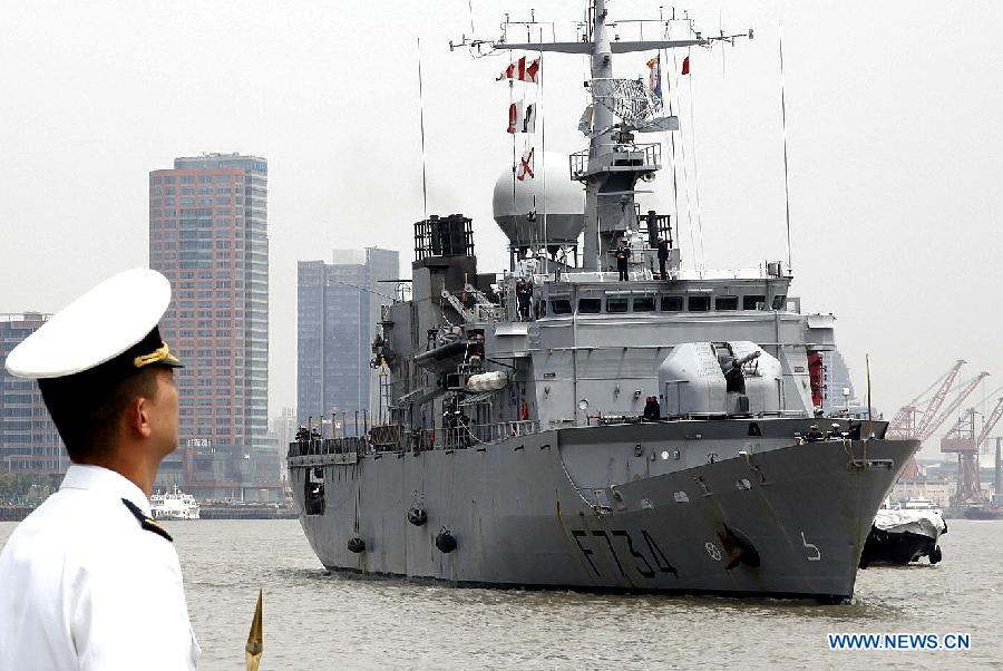 "French escort vessel ""F734 Vendemiaire"" arrives in Shanghai, east China, April 16, 2013, for a six-day goodwill visit. (Xinhua/Chen Fei)"