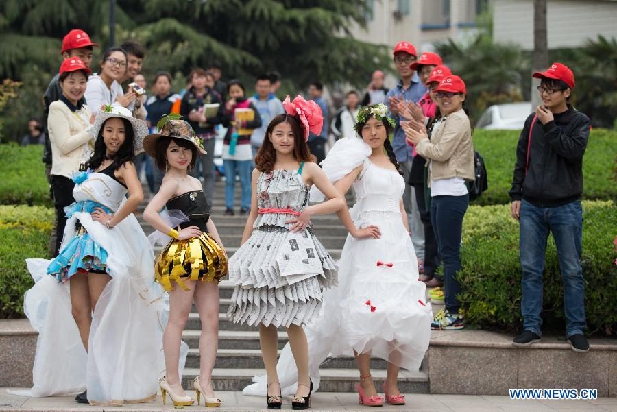 "Models present creations made of waste materials during a ""low-carbon fashion show"" in Huaibei, east China's Anhui Province, April 18, 2013. Students of the Huaibei Normal University and employees of local power supply company were involved on the event held to call for environmental protection. (Xinhua/Wang Wen)"