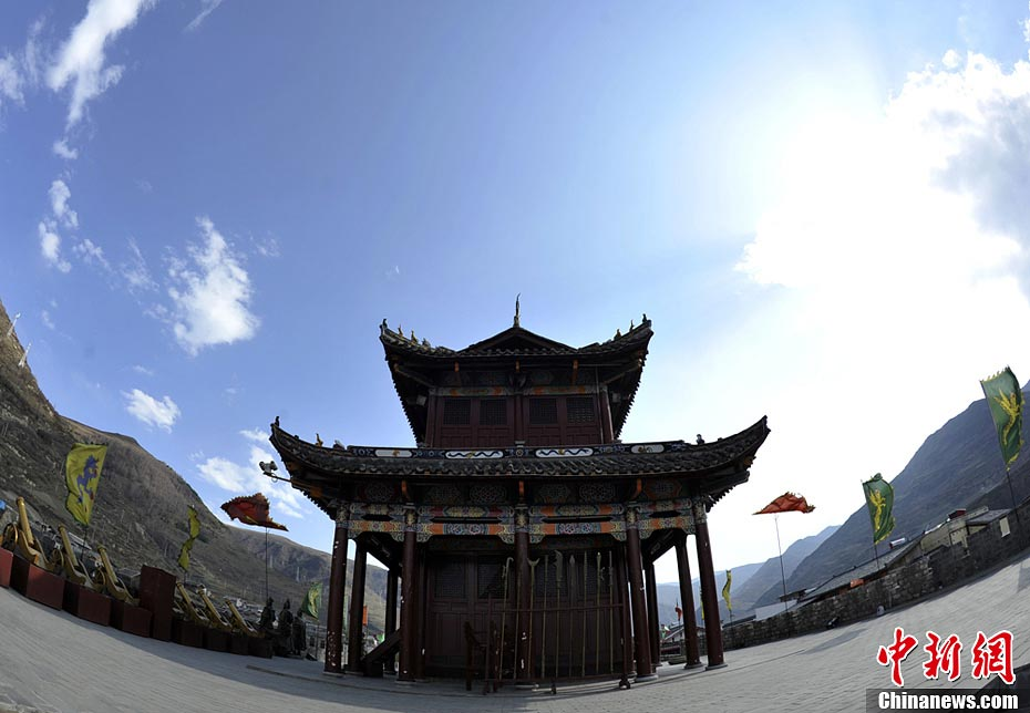 Photo taken on April 18 shows a pavilion in Songpan County in Aba Tibetan and Qiang Autonomous Prefecture, Southwest China's Sichuan Province. Songpan, firstly built during Tang Dynasty and then rebuilt during Ming Dynasty, was an important military post in ancient China. (CNS/An Yuan)