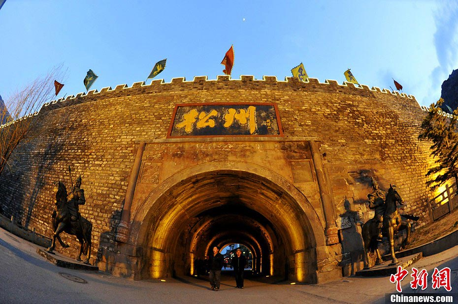 Photo taken on April 18 shows the gate of Songpan County in Aba Tibetan and Qiang Autonomous Prefecture, Southwest China's Sichuan Province. Songpan, firstly built during Tang Dynasty and then rebuilt during Ming Dynasty, was an important military post in ancient China. (CNS/An Yuan)
