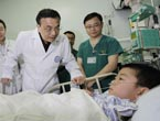 Chinese Premier visits patients injured in strong quake