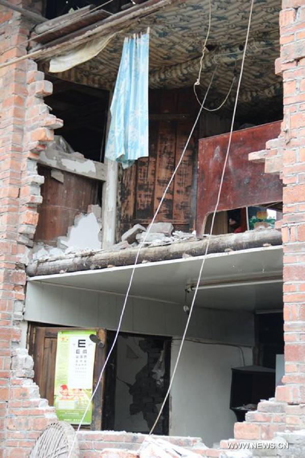 Photo taken on April 21, 2013 shows the damaged house in the quake-hit Xiaoyugou Village of Baoxing County, southwest China's Sichuan Province. The village suffered severe damage in the earthquake as most of the houses were built by villagers and couldn't endure quake. (Xinhua/Xu Qiang)