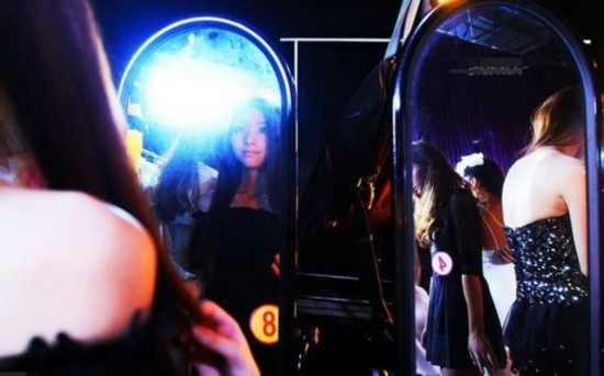 Snapshots of Chinese young models' nightlife  (6)