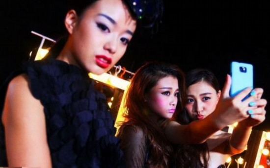 Snapshots of Chinese young models' nightlife