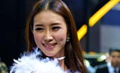 Models pose for Fuzhou Auto Fair
