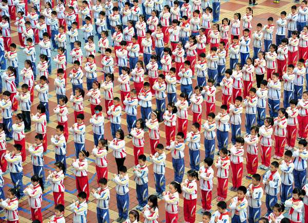 Students practice martial arts during morning exercises for the first time at Jiujiang Primary School in East China's Jiangxi province on May 3, 2013. The school has choreographed a special set of morning exercises combining traditional martial arts and poetry recitation since the beginning of this spring semester. [Photo/ Xinhua]