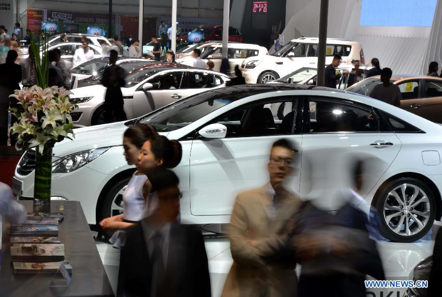 People visit the 2013 Qingdao International Auto Show in Qingdao, a coastal city in east China's Shandong Province, May 14, 2013. The six-day auto show kicked off on Tuesday. (Xinhua/Li Ziheng)