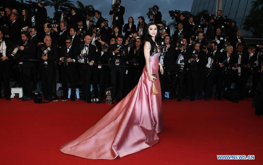 Chinese actress Fan Bingbing arrives on the red carpet for the opening ceremony of the 66th annual Cannes Film Festival in Cannes, France, May 15, 2013. The festival runs from May 15 to 26. (Xinhua/Gao Jing)
