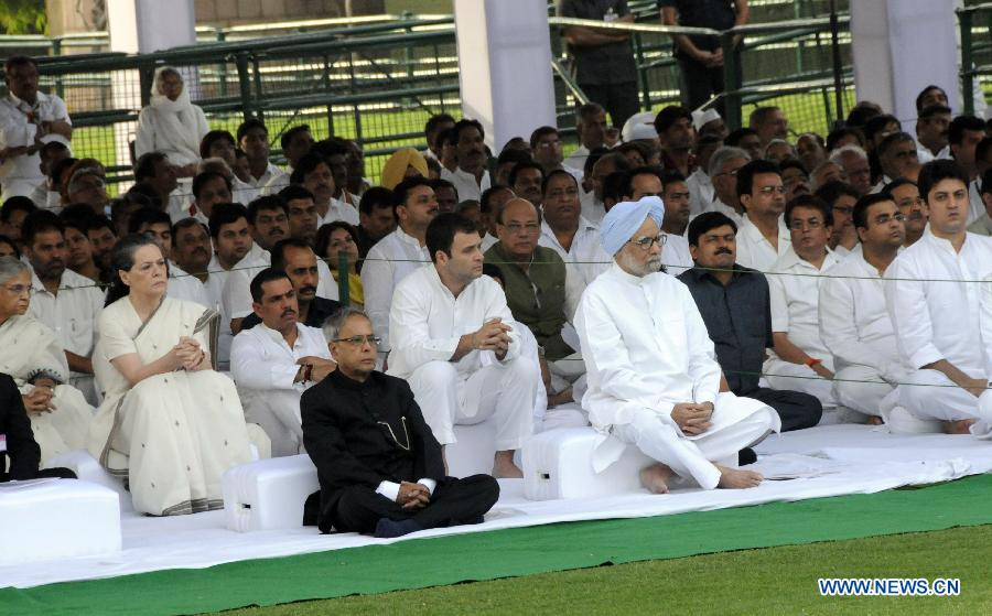 Indian Prime Minister Manmohan Singh (R, front) and President Pranab Mukherjee (L, front) sit with other party leaders after presenting floral tribute in memorial of former Indian Prime Minister Rajiv Gandhi during his 22nd death anniversary in New Delhi, capital of India, on May 21, 2013. Indian former Prime Minister Rajiv Gandhi was killed in a suicide bombing at an election rally near Chennai, Tamil Nadu, on May 21, 1991. (Xinhua/Parsha Sarkar)