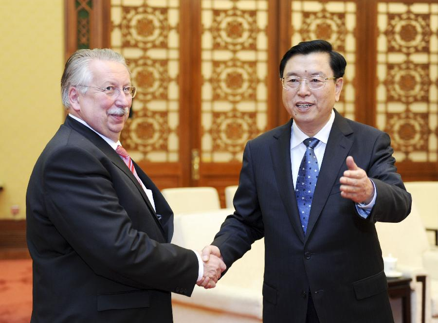 Zhang Dejiang (R), chairman of the Standing Committee of the National People's Congress (NPC), meets with Belgian Parliament Speaker Andre Flahaut, in Beijing, capital of China, May 21, 2013. (Xinhua/Xie Huanchi)