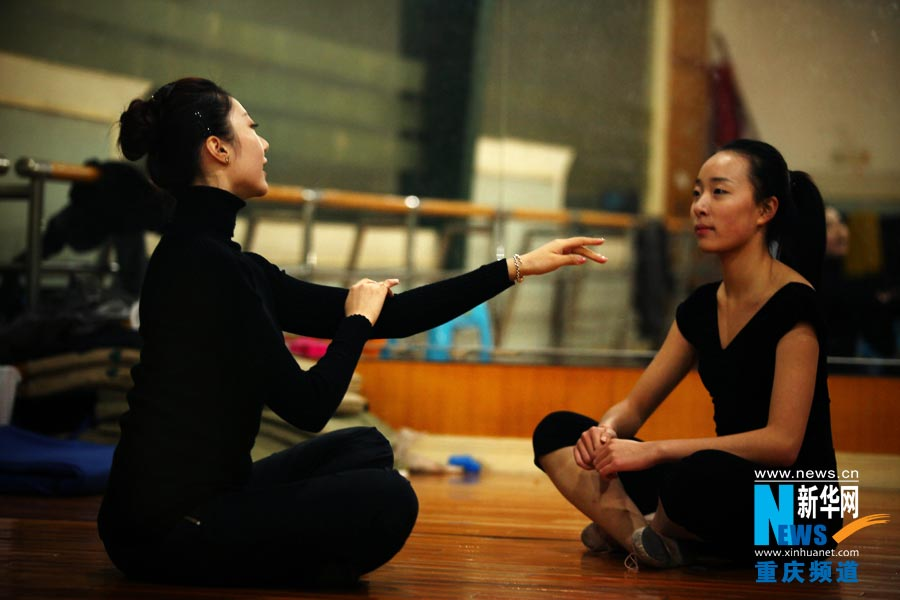 Private dancing trainer Wang Yinxue teaches her student in class in Chongqing. (Photo/Xinhua)