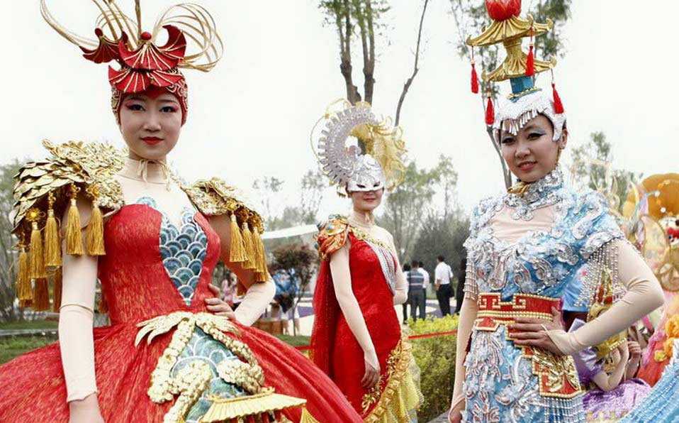 Landscape costumes presented at China Int'l Garden Expo