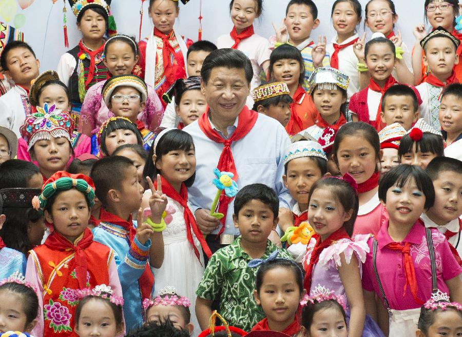 Chinese President Xi Jinping (C) poses for group photo with children during a children's activity in Beijing, capital of China, May 29, 2013. (Xinhua/Li Xueren)