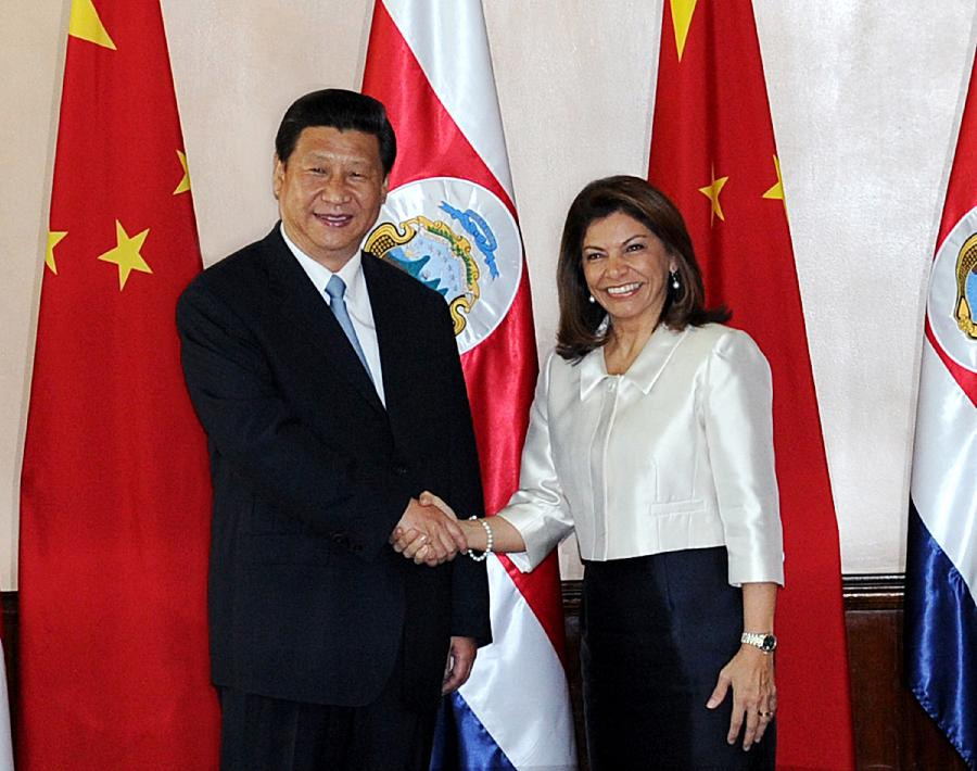 Chinese President Xi Jinping(L) shakes hands with Costa Rican President Laura Chinchilla during their talks in San Jose, Costa Rica, June 3, 2013. (Xinhua/Rao Aimin)