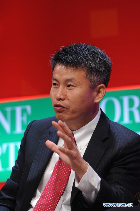 "Cai Hongbin, dean of Guanghua School of Management of Peking University, speaks at the discussion ""China's Changing Economy"" during the 2013 Fortune Global Forum in Chengdu, capital of southwest China's Sichuan Province, June 7, 2013. (Xinhua/Xue Yubin)"