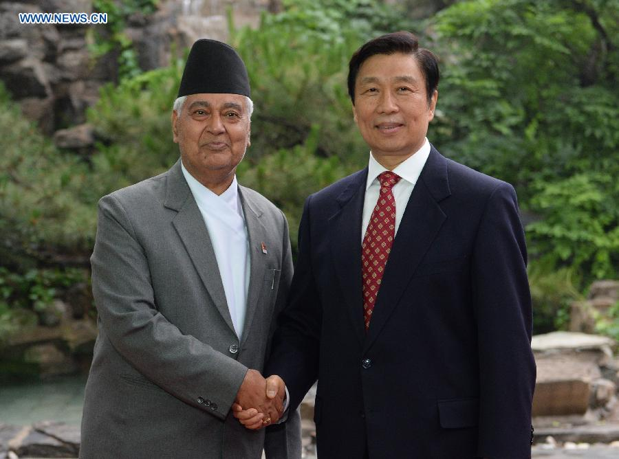 Chinese Vice President Li Yuanchao (R) meets with his Nepalese counterpart Parmananda Jha in Beijing, capital of China, June 7, 2013. (Xinhua/Ma Zhancheng)