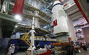 Shenzhou-10 spacecraft transported to launch site