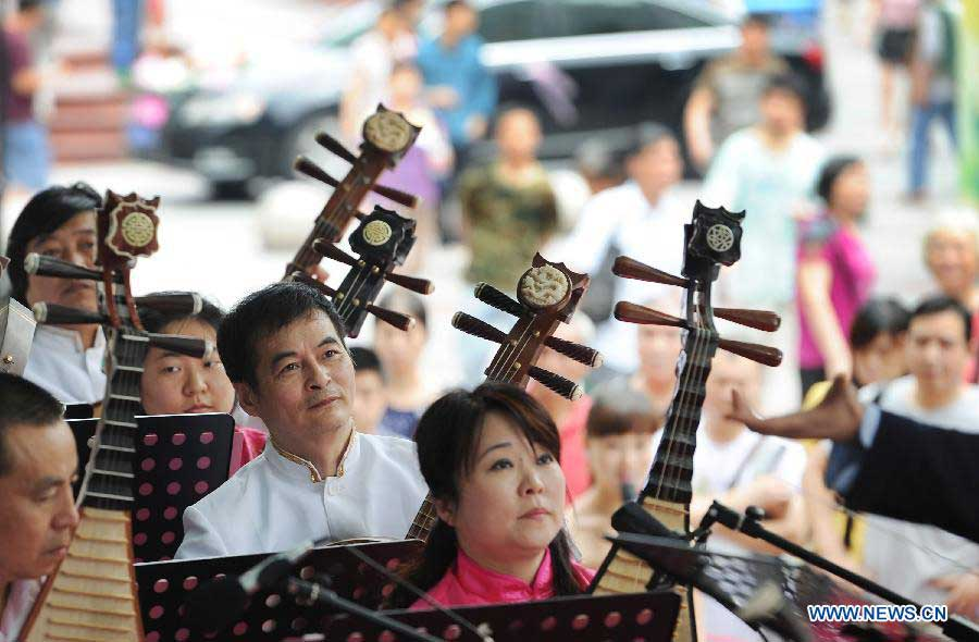 A concert is held during the Dragon Boat (Duanwu) Festival holiday in Chongqing, southwest China, June 10, 2013. The Duanwu Festival, which is celebrated across China to pay homage to Qu Yuan, a patriotic poet during the Warring State Period (475-221 BC), falls on the fifth day of the fifth month in the Chinese lunar calendar, or June 12 this year. (Xinhua/Chen Cheng)