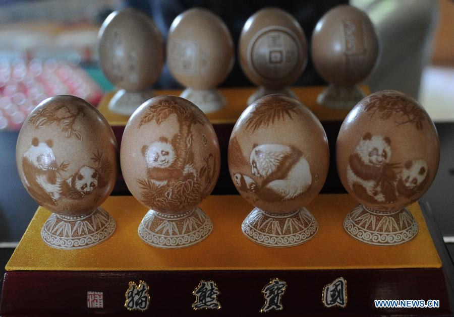 Photo taken on June 19, 2013 shows egg carving handicrafts made by Pu Derong, a man from Dongzhuangtou Village in Zhuozhou City, north China's Hebei Province. Pu, who started egg carving in 1995, have won several awards in various contests and exhibitions. (Xinhua/Wang Xiao)