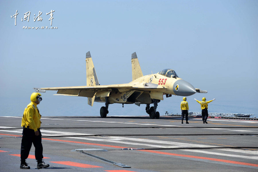 Taking-off, landing exercises of J-15 fighter jets on Liaoning (Photo: chinamil.com.cn)