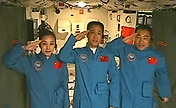 President Xi talks with astronauts