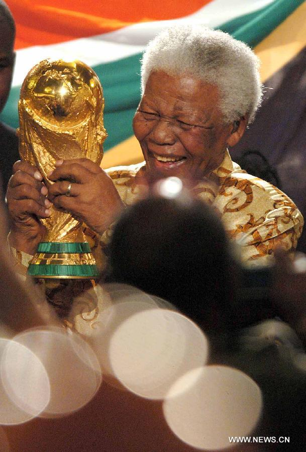 "File photo taken on May 15, 2004 shows the former president of South Africa Nelson Mandela (R) holding the Titan Cup as South Africa was announced to host the 2010 FIFA World Cup in Zurich, Switzerland. Former South African President Nelson Mandela is in ""serious but stable"" condition after being taken to a hospital to be treated for a lung infection, the government said Saturday, prompting an outpouring of concern from admirers of a man who helped to end white racist rule. (Xinhua/Qi Heng)"