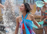 Water-splashing festival marked in Changsha