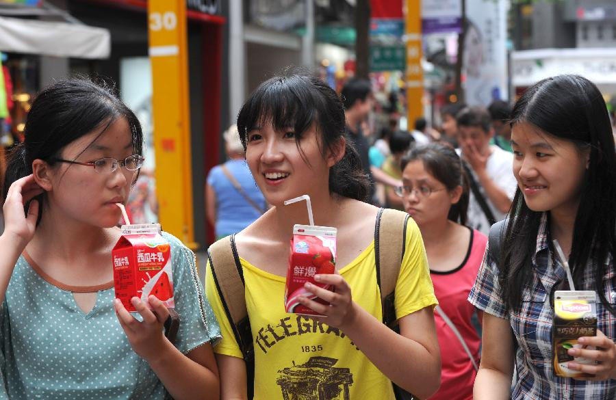 Young ladies drink cold drinks in Taipei, southeast China's Taiwan, June 30, 2013. Taiwan's weather bureau announced Sunday that the average temperature in this June has reached 29 Celsius degree, a record high since Taipei weather station was established in 1896. (Xinhua/Tao Ming)