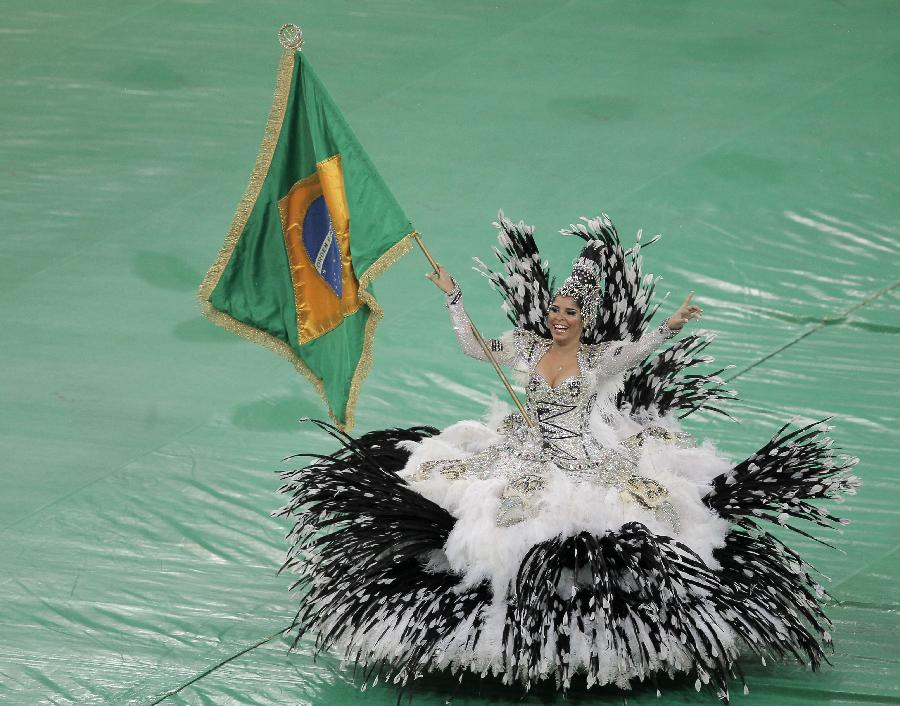 Performers participate in the closing ceremony of the FIFA's Confederations Cup Brazil 2013, held at Maracana Stadium, in Rio de Janeiro, Brazil, on June 30, 2013. (Xinhua/David de la Paz)