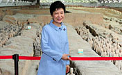 ROK President visits terracotta army in Xi'an