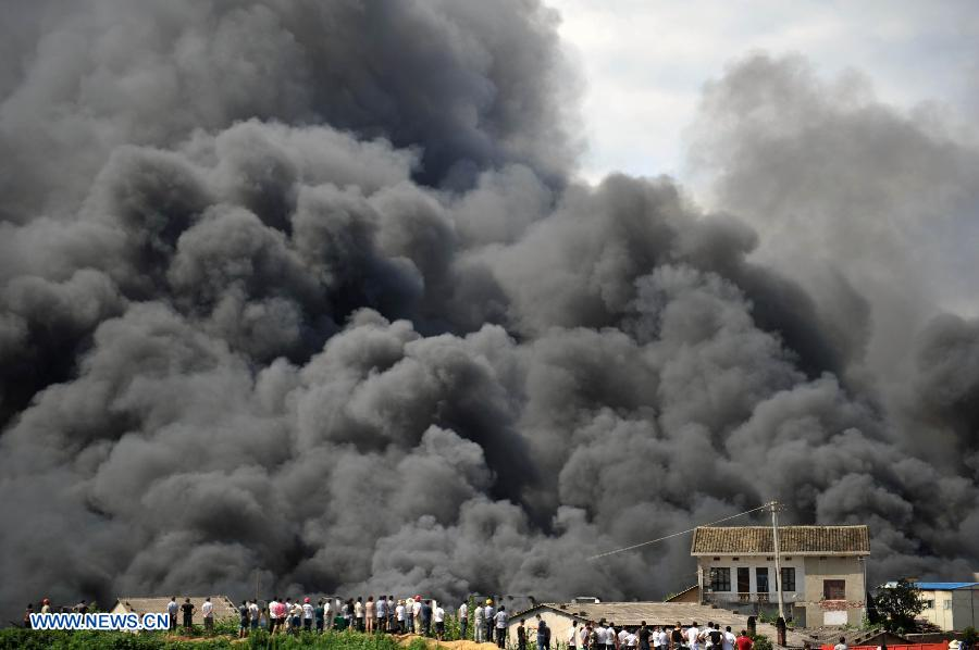 Heavy smoke billows from a warehouse near the Changsha South Railway Station in Changsha, capital of central China's Hunan Province, July 2, 2013. A fire engulfed the warehouse Sunday without injuring anyone. Local fire department took more than two hours to douse the fire. (Xinhua/Li Ga)