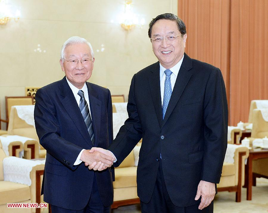 Yu Zhengsheng (R), chairman of the National Committee of the Chinese People's Political Consultative Conference (CPPCC), meets with Etsuhiko Shoyama, chairman of the Asia Exchange Association of Japan, in Beijing, capital of China, July 2, 2013. (Xinhua/Li Tao)