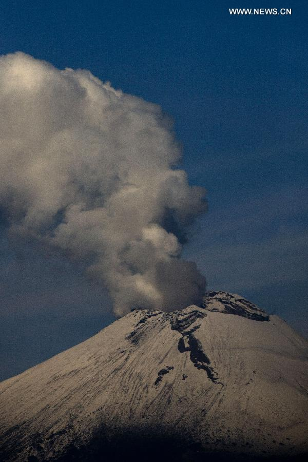 Photo taken on July 14, 2013 shows the spew of the Popocatepetl Volcano in San Andres Calpan of the Calpan municipality, Puebla, central Mexico. (Xinhua/Guillermo Arias)