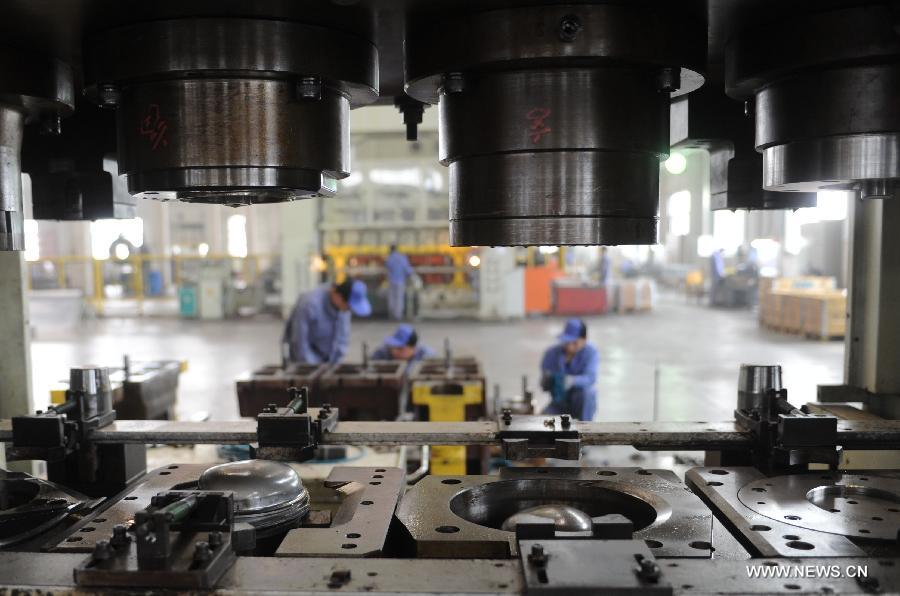 Wokers do their job in production plant in Gu'an, north China's Hebei Province, April 23, 2013. China's gross domestic product (GDP) totaled 24.8 trillion yuan (4 trillion U.S. dollars) in the first half of 2013, with the growth at 7.6 percent, which is in line with market expectations and was above the government's full-year target of 7.5 percent, data from China's National Bureau of Statistics (NBS) showed on July 15, 2013.(Xinhua/Wang Xiao)