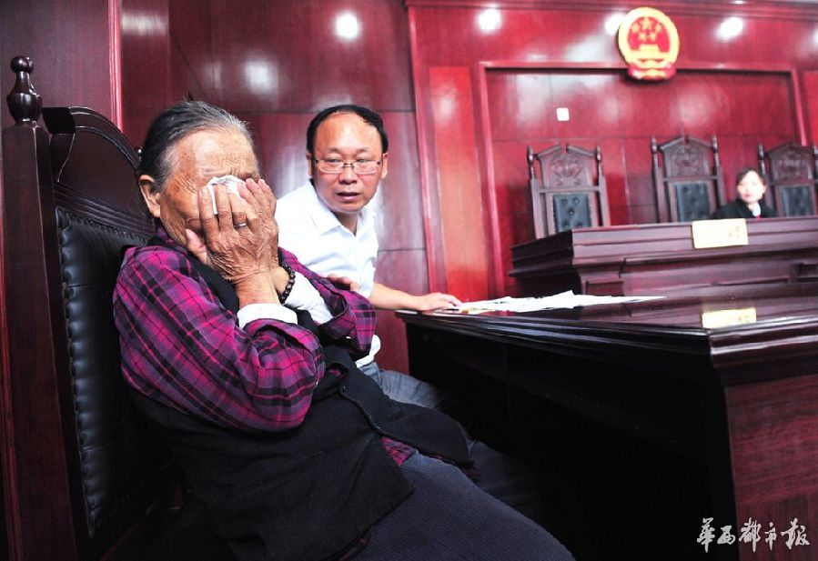 Mother Li Lanyu cries on the court. (Photo/wccdaily)