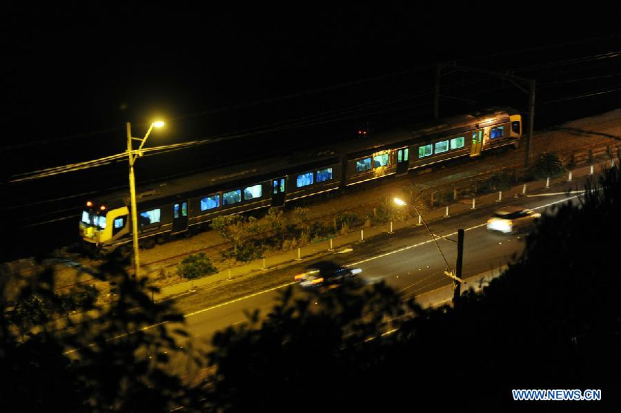 A train stops after earthquake shook New Zealand capital Wellington July 21, 2013. A 6.5 magnitude earthquake shook New Zealand capital Wellington and upper South Island on Sunday afternoon, following an earlier 5.8 quake on Sunday morning and a swarm of smaller quakes throughout the day. (Xinhua/SNPA/Ross Setford)