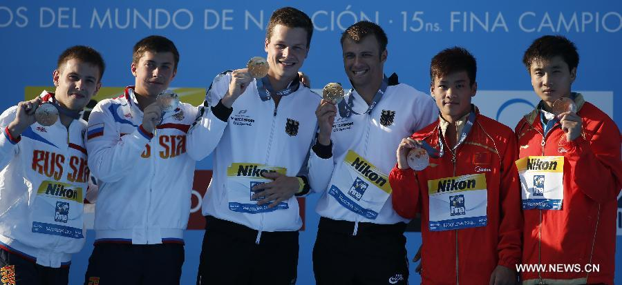 Silver medalists, Russia's Victor Minibaev and Artem Chesakov, gold medalists, Germany's Patrick Hausding and Sascha Klein and bronze medalists, China's Cao Yuan and Zhang Yanguan (from L to R) pose during the awarding ceremony after the men's 10m synchro platform final of the Diving competition in the 15th FINA World Championships at the Piscina Municipal de Montjuic in Barcelona, Spain, on July 21, 2013. Sascha Klein and Patrick Hausding claimed the title with a total socre of 461.46 points. (Xinhua/Wang Lili)