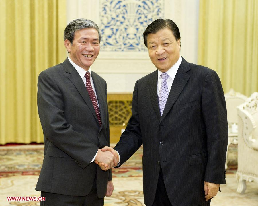 Liu Yunshan (R), a member of the Standing Committee of the Political Bureau of the Communist Party of China (CPC) Central Committee, meets with Dinh The Huynh, a member of the Political Bureau of the Communist Party of Vietnam Central Committee, secretary of the Communist Party of Vietnam (CPV) Central Committee's Secretariat and chairman of the Central Theory Council, in Beijing, capital of China, July 26, 2013. (Xinhua/Huang Jingwen)