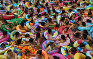 People cram in water pool to cool off