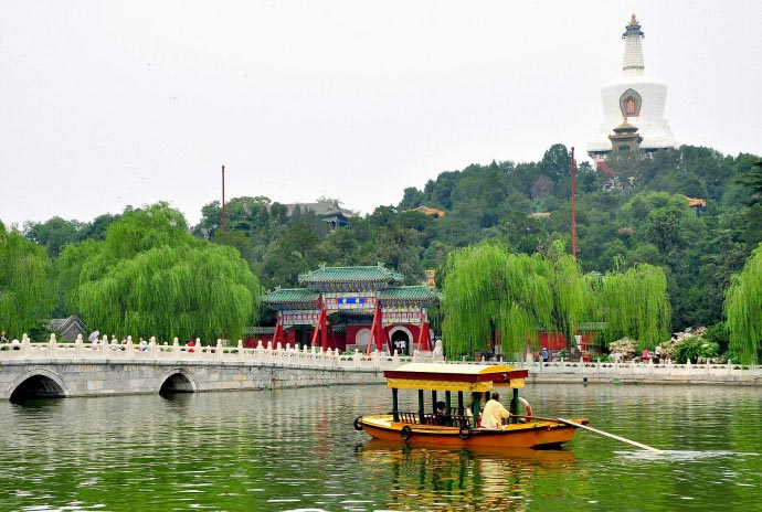 Located just west of the Forbidden City and Jingshan Park, Beihai Park is one of the oldest, largest, and best-preserved of all the ancient imperial gardens in China. (CRIENGLISH.com/Song Xiaofeng)