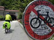 Increasing number of cyclists along Sichuan-Tibet line raise concerns