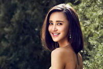 Summer photos of Zhang Xinyi, how graceful