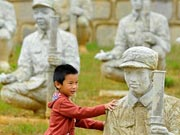 Sculptures pay tribute to war heroes