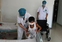 Eye-gouged boy receives blind rehabilitation in Shanxi