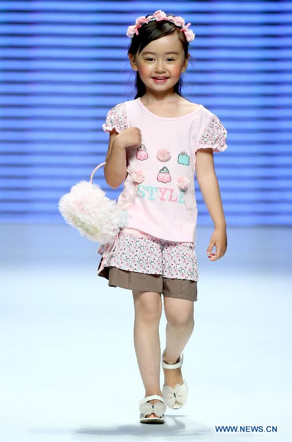 Cute children models at China Fashion Week - People's Daily