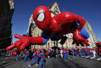 Americans mark Thanksgiving Day with parades