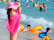 Sanya bans skinny dipping in public beach